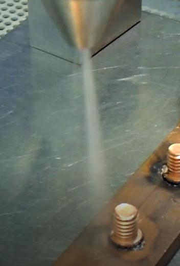 CO2スノーでレーザー加工後のヒュームをドライ洗浄!